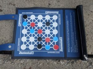 A top down picture of the board game Zenteeko.