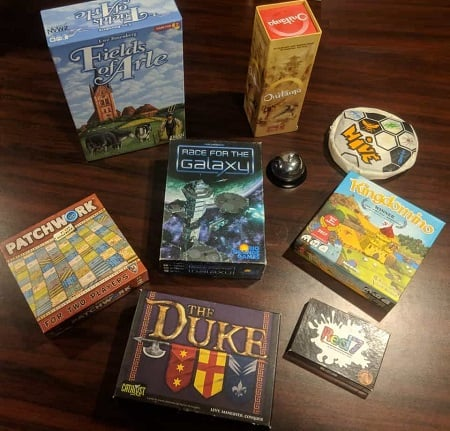 Board games for couples to play on date.